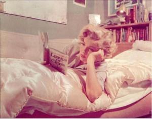 marilyn reading 2
